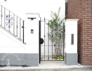 ロートアイアンの片開き門扉