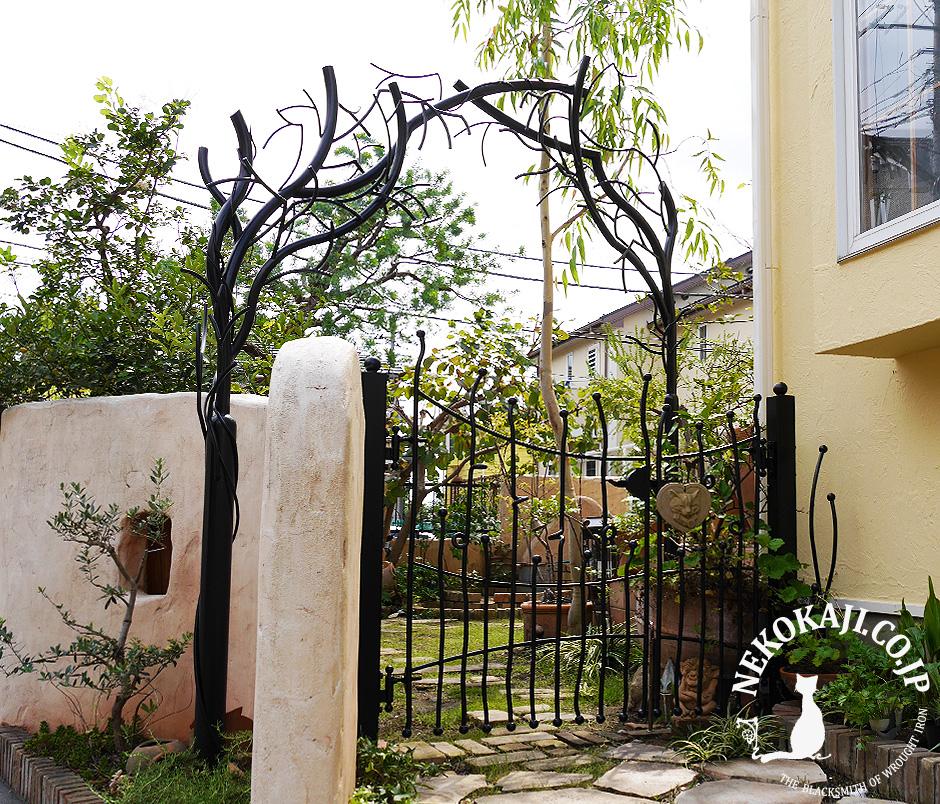 ティム・バートン 風樹木のアイアンアーチ