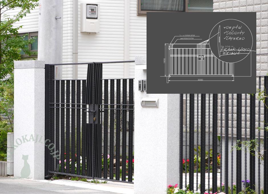 フランク・ロイド・ライト風モチーフの門扉