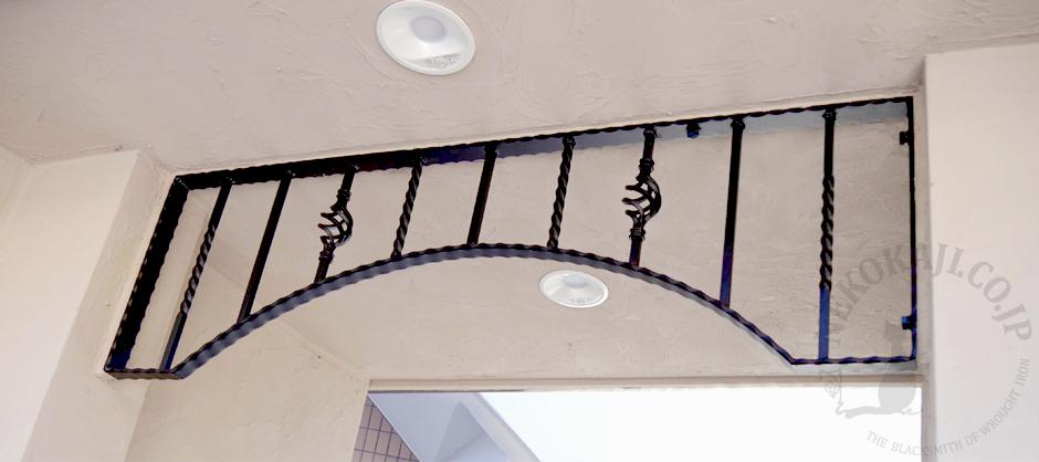 マンション入り口を飾るアーチ