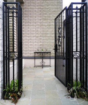 ヨーロピアン志向の 門柱 と 門扉 3