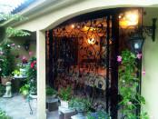 緑あふれる庭を魅せる面格子 ―イタリアンレストラン