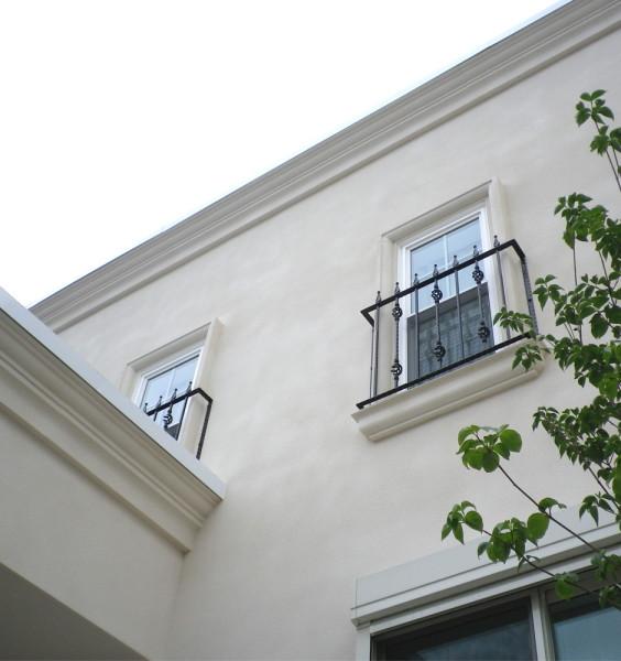 2階窓のロートアイアン 面格子
